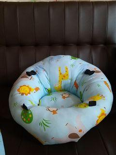Sofa Bayi Belajar Duduk Ada Lubang Untuk Kaki