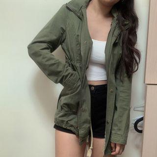 軍綠色大衣