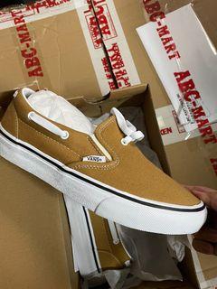 #人氣、免運費、 Outlet 零碼出清、 全新正品Vans 女鞋23.5cm