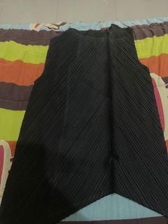 Black Top Pleats