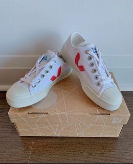 Brand New Veja Wata Canvas sneakers in White Pekin