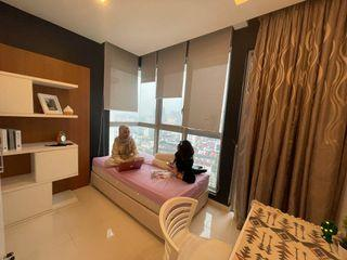 Middle room for rent at Regalia Suites & Residence