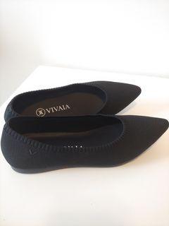 VIVAIA New Pointed Toe Black Flats (size 6)