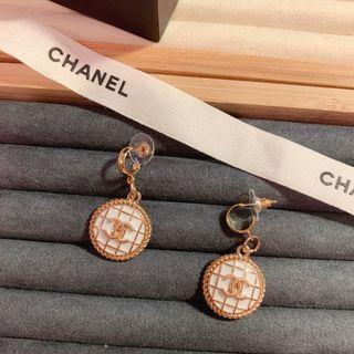 Chanel 白色耳環耳針 改製商品