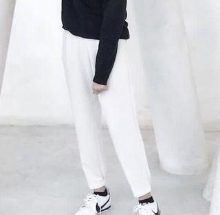 GU厚質背後收縮設計直筒褲
