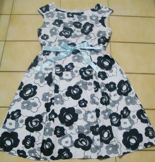 Iris艾莉詩L號米白色+黑色.白色清爽花朵.活動腰帶,短袖洋裝