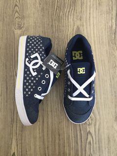 Sepatu anak merk DC size 34