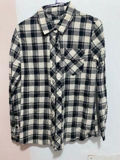 黑白方格子襯衫