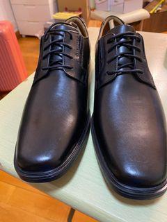 全新 Clarks Men's Tilden Plain 黑色皮鞋
