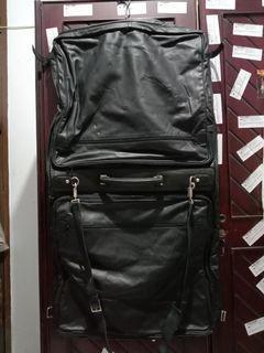 Suit bag atau tas buat jas