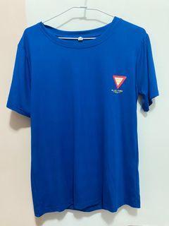 亮藍色文字T-shirt