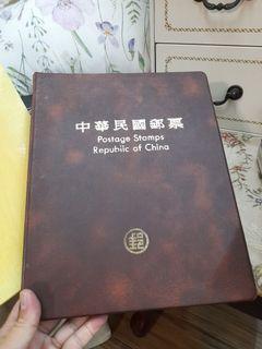 中華民國郵票82年~活頁本郵票冊 燙金簡目卡1張 活頁集遊卡19張   郵票64張 郵票小全張3張
