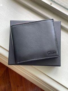 For Dad! BNEW Tumi men's bi-fold wallet