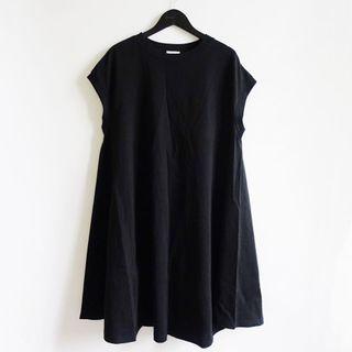 GU黑色素面圓領傘狀背心A字下擺長版無袖連身洋裝S號