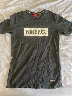 NIKE FC 二手 男款 運動休閒短T M號