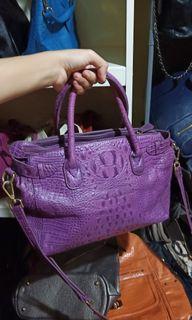Preloved capacci tas kulit ungu motif croco
