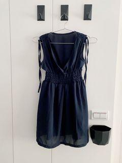 深藍色洋裝、無袖洋裝