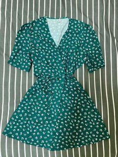 (全新)綠色碎花綁帶洋裝