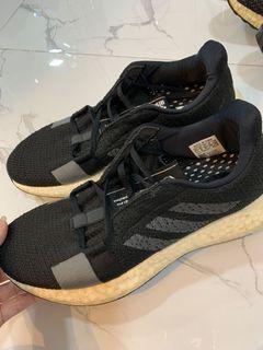 adidas sneakers in black sepatu running wanita