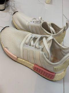 AUTHENTIC ADIDAS NMD R1 white and pink sepatu wanita warna putih pink