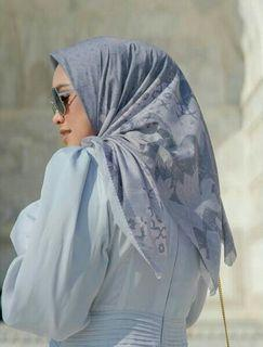 Maharani  square voal grey buttonscarves