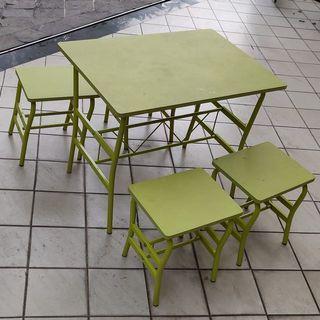 Meja makan anak atau untuk meja aktivitas (gratis 4 bangku anak)