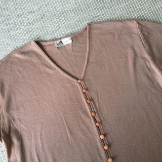 歐洲古著 vintage | mobeses | 義大利製 簡約 煙燻粉 裸色 粉膚色 針織 v領 排釦 短袖 上衣