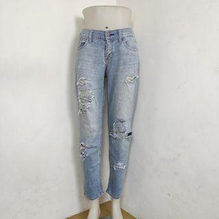 Ripped jeans stretch