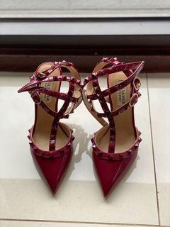 紅色卯釘高跟鞋