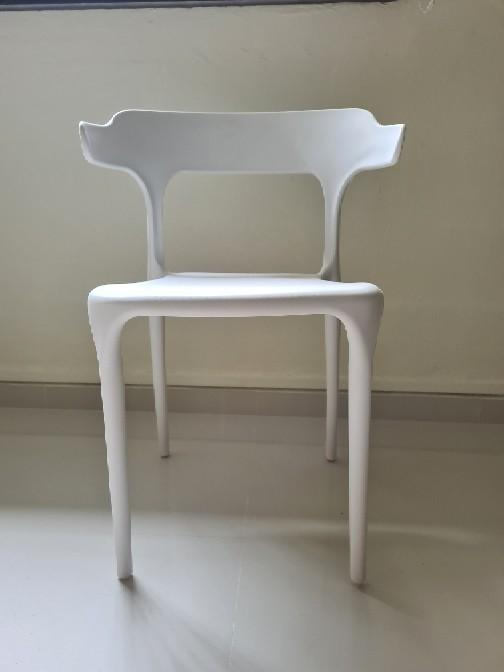 Brand New White Clean Chair Furniture, How To Clean White Plastic Outdoor Chairs