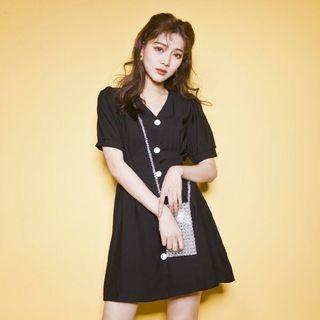 Lulus 黑色V領排釦綁帶洋裝