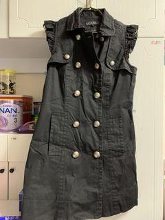 🈹️:黑色靚背心外套