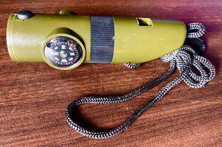 哨子+指南針+手電筒