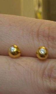 Fish eye diamond earing w/real diamond and hk setting gold