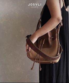 Josvli Bento Bag Drawstring Woven Tan + Phyton Cacao Shoulder Strap