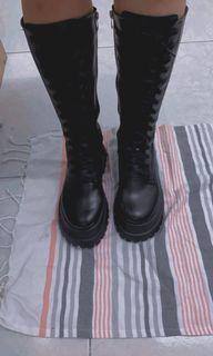 綁帶厚底黑色長筒靴