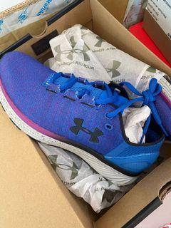 免運費、 Outlet 零碼出清、全新正品Under Amour 女鞋24cm