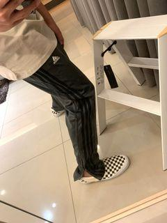 ADIDAS鐵灰光滑感長褲(側拉鍊小賈風格)