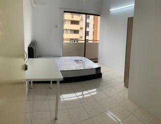 【Can Get FREE 1 month RENTAL during MCO】Medium Queen bedroom at Palm Spring, Kota Damansara