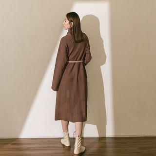 QUEENSHOP【01085249】寬羅紋設計針織高領洋裝 咖