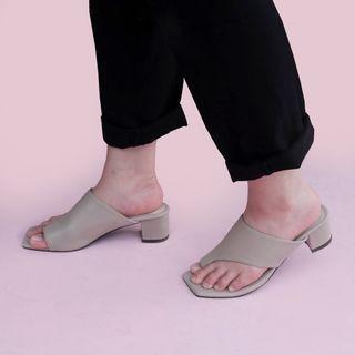 #Sandal #sandalhak #lomari