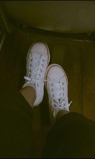 Sepatu putih warrior