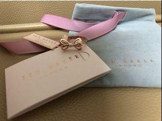 Ted Baker 介指