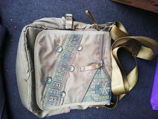 Volunteer sling bag