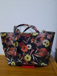 Gues tote preloved like new