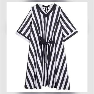 小魔女黑米色直線條紋緞帶長洋裝