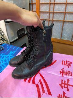 「 二手鞋 」 韓國 SOYOU 女版皮革短靴 23.5cm(黑)鐵1