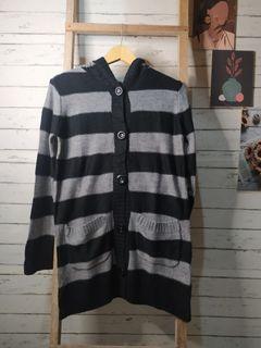 Black n white knit