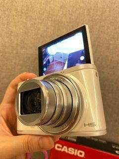 Casio ZR360 珍珠白 自拍螢幕