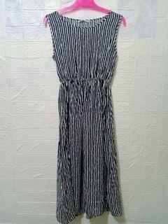Dres wanita Korea dengan motif garis-garis panjang hitam putih 07